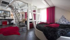 Designhotel hotel rooms xxl der zauberlehrling for Stuttgart designhotel